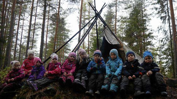 NEDBRENT: Det var et lite hyggelig syn som møtte barna i Rognebærlia barnehage, da de oppdaget at deres flotte tursted hadde blitt vandalisert. Nå er det bygget opp igjen.