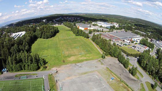 ENORMT: Det er et gigantisk område som nå skal bli til ny idrettspark.