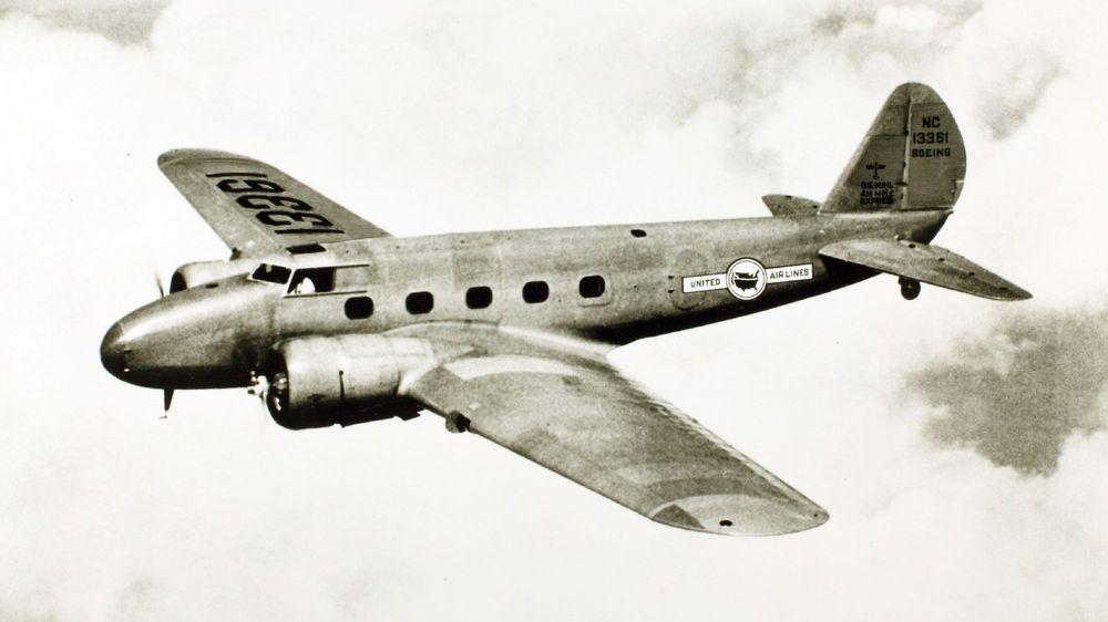 Boeing 247 fløy første gang i 1933 og ble satt i drift allerede samme år.