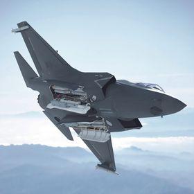 F-35 med Meteor- og SPEAR-missiler i våpenrommet.