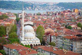 Det er kaotiske tider i Tyrkia, som WikiLeaks mistenker står bak angrepet mot dem. Bildet viser landets største by Istanbul.