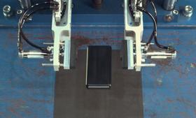 Gorilla Glass skal fint tåle fall fra 1.6 meter mot harde overflater. Bildet er hentet fra testingen av glasset.