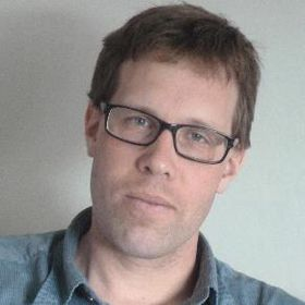 NTNU-professor Erik Wahlström leder institutt for fysikk ved NTNU. Han sier at den nye måten å lagre data på er vakker.