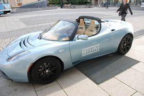 I sommer er det sju år siden de første Tesla Roadster kom til landet. Bellona fikk tak i eksemplar nummer seks i Europa.