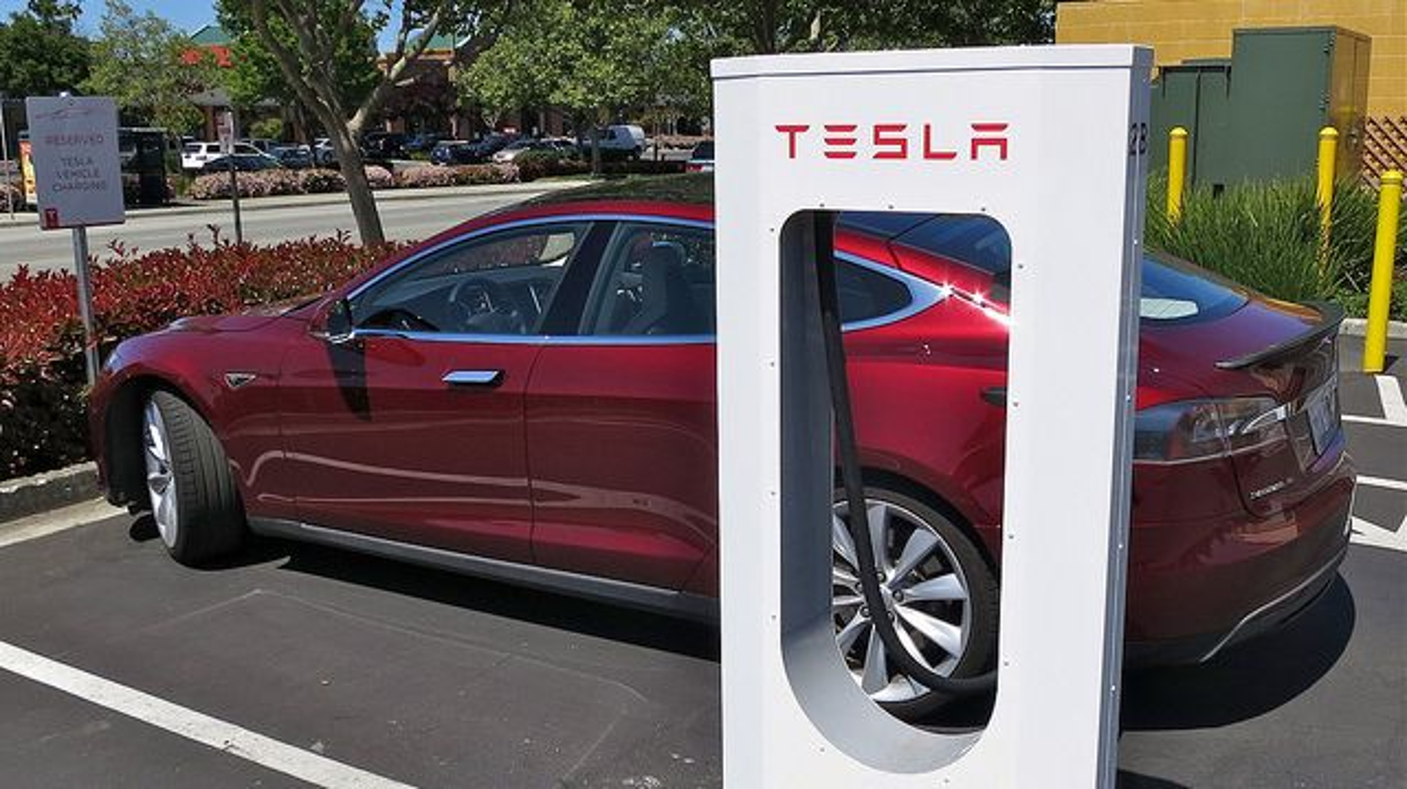 Teslas Supercharger har høyere effekt enn man tidligere har vært klar over.