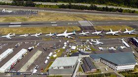 Hele Boeings 7-serie oppstilt i forbindelse med 100-årsjubileet, med 707 i front, fulgt av 717, 727, 737, 747, 757, 767, 777 og 787.