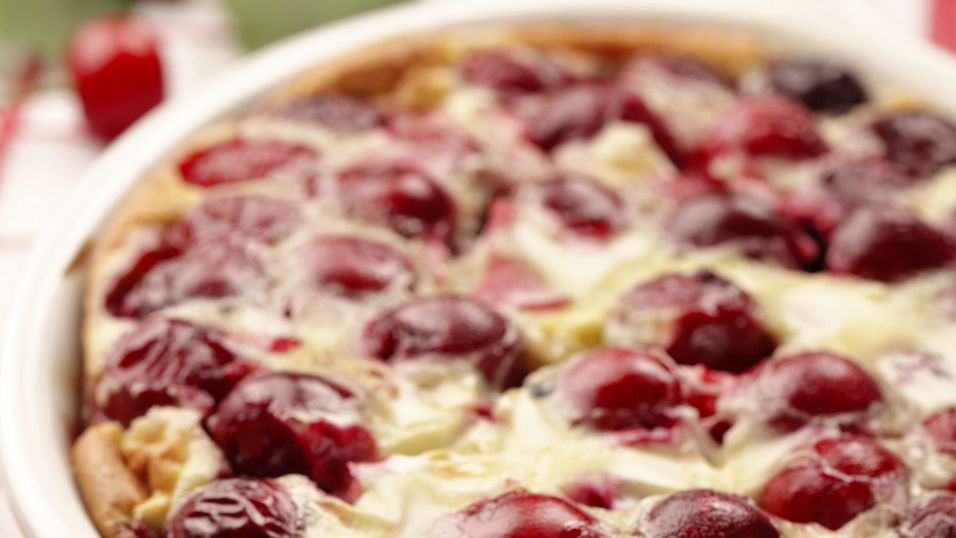 Sour-cherry-clafoutis-in-casserole-dish-fresh-out-of-oven-000017132029_Full