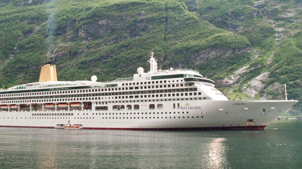 Cruiseskipet Aurora i Geirangerfjorden.