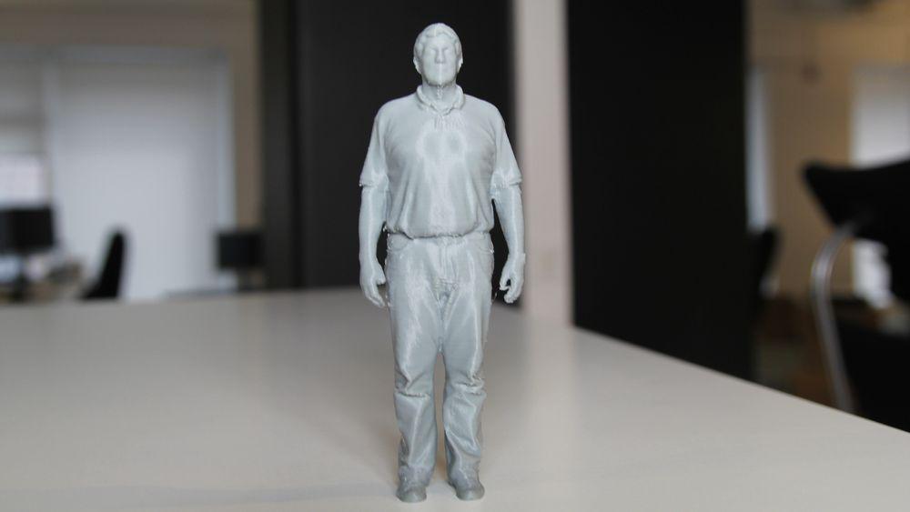 Odd Richard Valmot, skrevet ut i PLA-filament fra tå til topp. Skrivertid: omlag 3 timer. .
