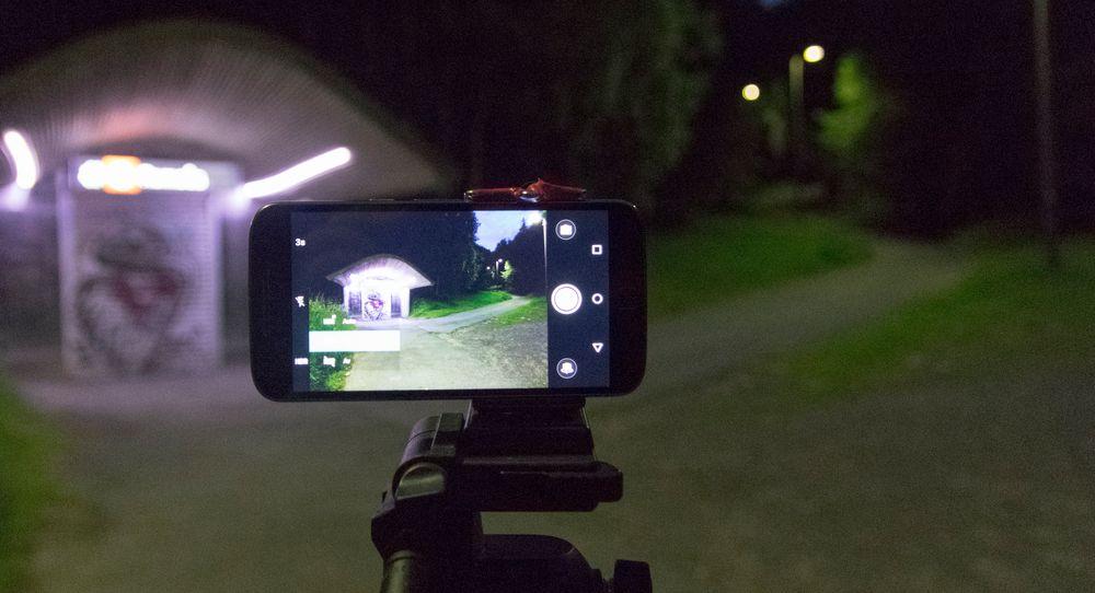 Det er i mørket de største forskjellene på mobilkamera dukker opp. Vi tok med oss Moto G4 Plus og sju andre telefoner for å se hvilke som klarte seg best.