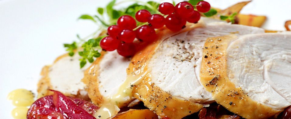 DAGENS RETT: Helstekt kalkunfilet med rødløksmarmelade og eplesaus