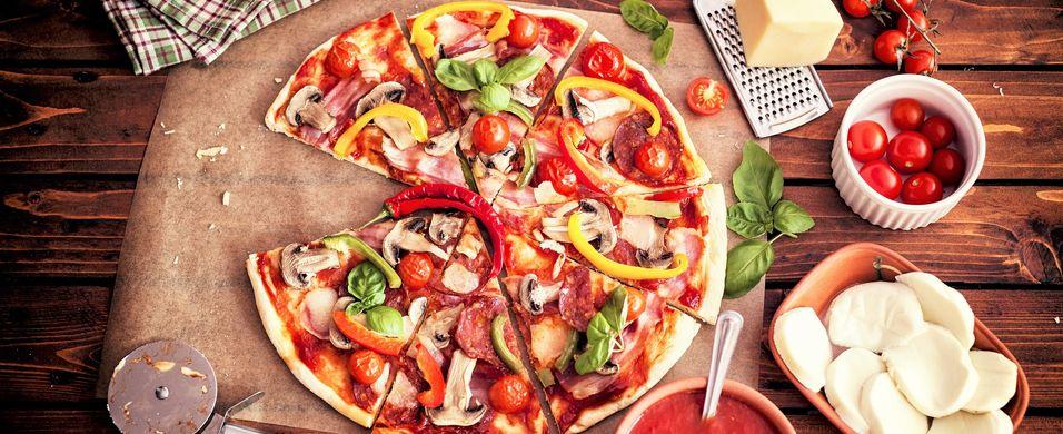 hjemmelaget pizza steketid