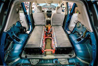 Denne testutgaven av Nissan Leaf har dobbel batterikapasitet sammenlignet med produksjonsutgaven. Batteriet tar dermed dobbelt så stor plass.