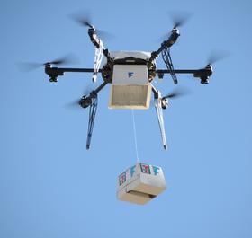 Dronen leverte donuts, brus og annet lørdagodt i sin første flyvning.
