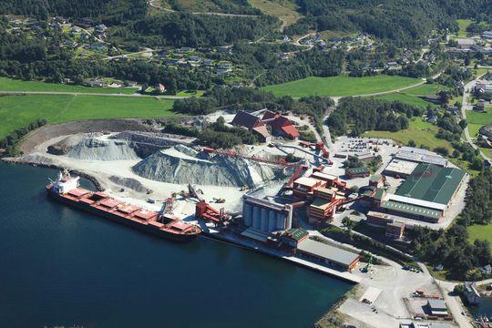 Norge er blant Europas ledende produsenter av Olivin, og Sibelco Åheim er en av de større produsentene av mineralet.