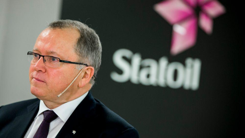 Eldar Sætre, konsernsjef i Statoil, snakker med pressen etter å ha presentert resultatet for tredje kvartal 2015 på Fornebu onsdag morgen.
