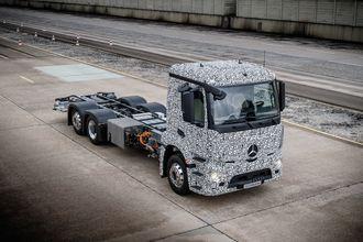 Daimler utvikler sin første tunge lastebil på batteridrift. Den skal ha en rekkevidde på 200 mil.
