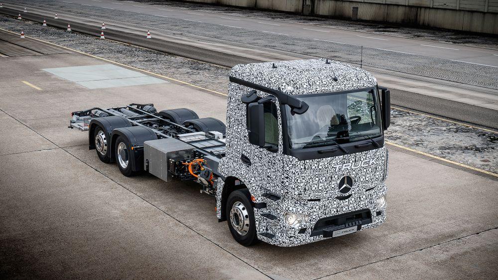 Daimler utvikler sin første tunge lastebil på batteridrift. Den skal ha en rekkevidde på 200 kilometer.