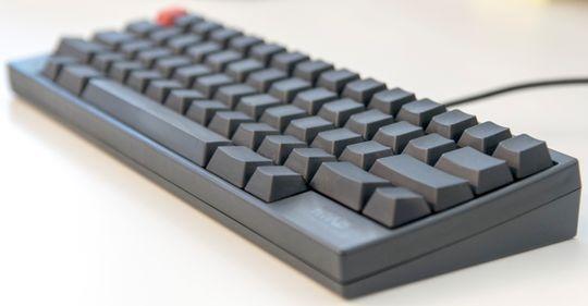 Tastatur som dette fra Happy Hacking, og andre fra for eksempel Das Keyboard, kan leveres helt uten påskrift, og med ekstra gode tastebrytere. Disse er ikke for alle, men noen få elsker dem.