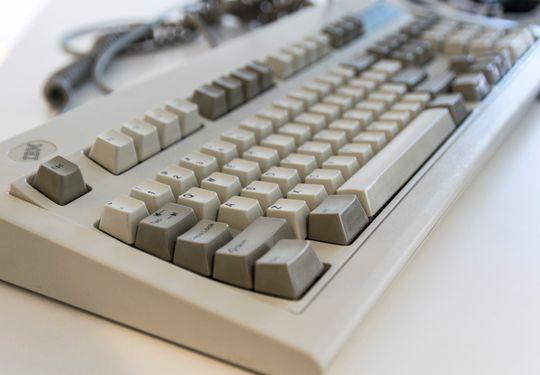 Er du virkelig sugen på å få tak i det perfekte tastaturet finnes det løsninger. Nettbutikken Clicky Keyboards restaurerer gamle mekaniske IBM-tastatur. Planlegg et utlegg på mellom 150 og 600 dollar. Kun nok et bevis på hvor mange ulike preferanser det finnes på akkurat denne fronten.