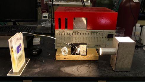 Denne solcellen fanger CO2 og lager drivstoff