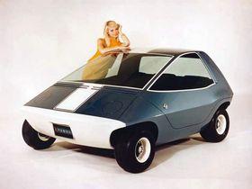 AMC viste frem sin elbilprototype Amitron i 1967. Den hadde ikke dører, men hele toppen kunne åpnes.
