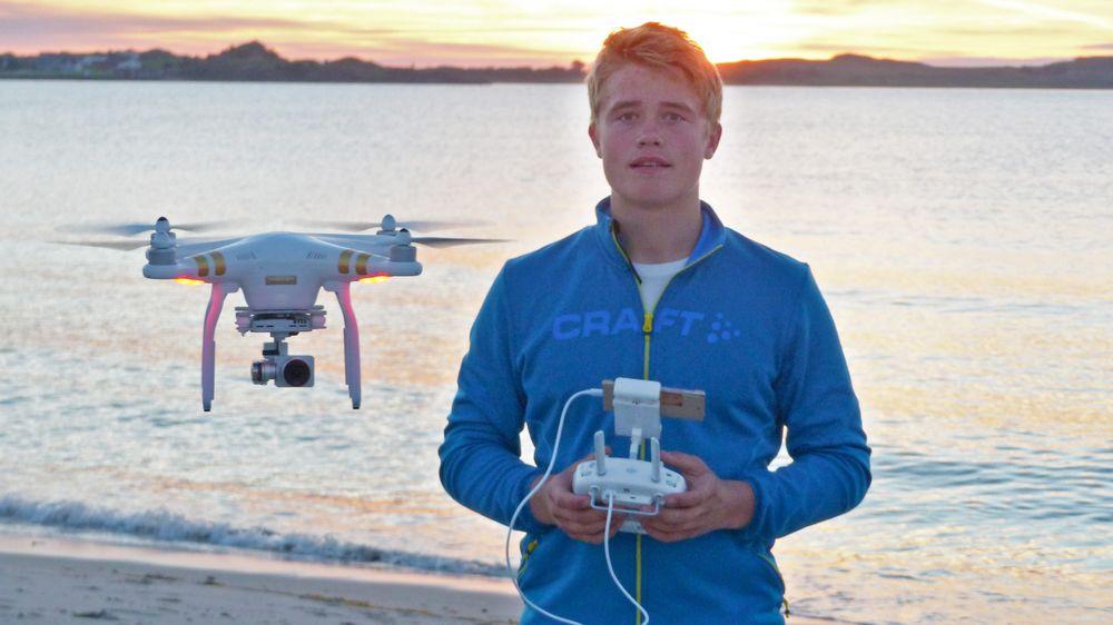 Mathias Haughom er i ferd med å skape seg en karriere som dronepilot. Han vil ta droneingeniørutdanning ved UIT til neste år.
