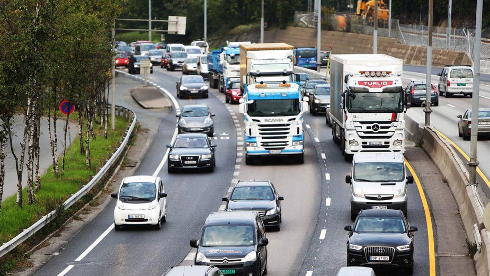 Fra mai 2018 settes nye EU-regler i kraft som stiller strengere krav til teknisk kontroll av tungtransport. Målet er å bedre trafikksikkerheten langs veiene.
