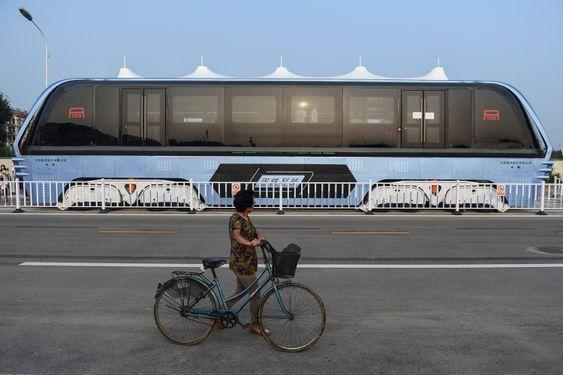 Målet er at stylte-bussen skal forminske trafikk-kaoset i storbyene, samt redusere mengden dødsulykker på veiene.
