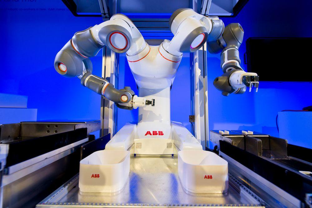 YuMi skal være verdens første to-armete robot som kan jobbe side om side med mennesker.