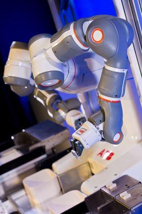 YuMi er spesielt utviklet for montering av småelektronikk.