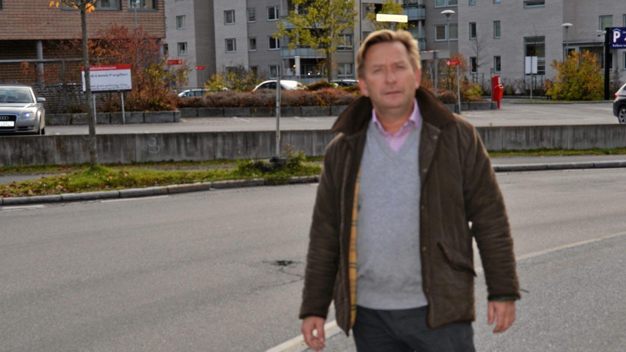 FORESLÅR: Anders Foss foreslår å erstatte dagens bygg med en høyblokk på åtte etasjer med en tilbaketrukket toppetasje og to kjelleretasjer.