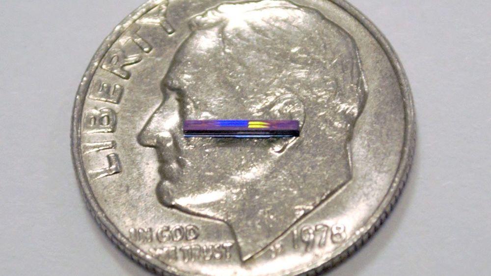 Forskere ved MIT utvikler en lidar på en brikke. Halvlederen på bildet kan manipulere lys, og fungerer som sender og mottaker, uten noen bevegelige deler. Ferdig utviklet, vil den monteres på en brikke sammen med en laser.