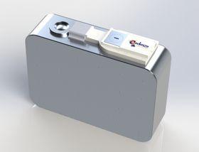 Alt pakkes inn i én aluminiumsboks, og fungerer som én celle.