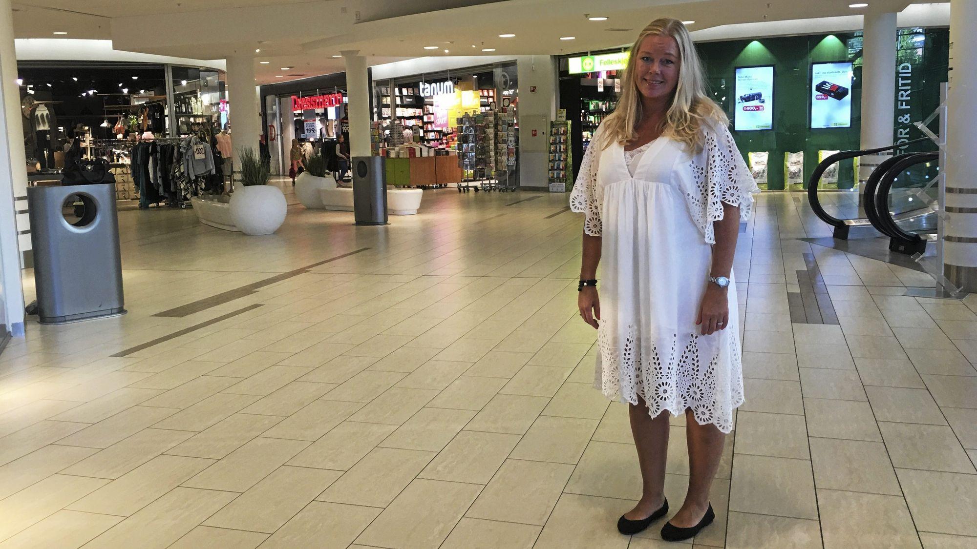 FØRSTE DAG PÅ JOBB: Den nærmeste tiden skal den nye senterlederen bli bedre kjent med både Oppegård-samfunnet, butikkene og senteret hun nå har overtatt lederansvaret for.