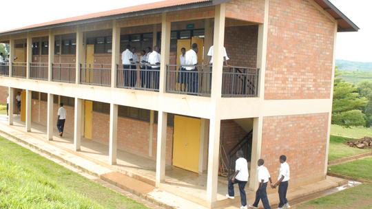 På denne skolen i Kigali fikk Alain lagt grunnlaget for sin IT-bedrift. Han lånte PC-er på skolens datarom til å lage nettsider for sin første kunde, og så var han i gang.
