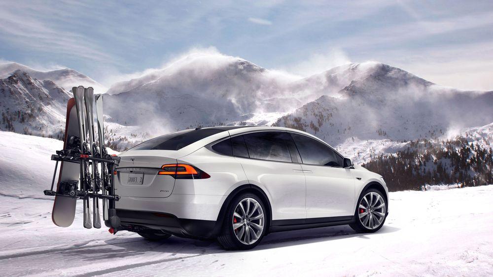 Tesla Model X er en firehjulsdrevet SUV.