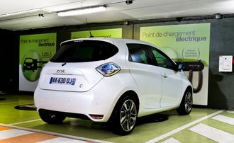 Elbiler som Renault Zoe vil bli stadig viktigere for Renault og andre europeiske bilprodusenter for å holde seg innenfor kommende utslippskrav.