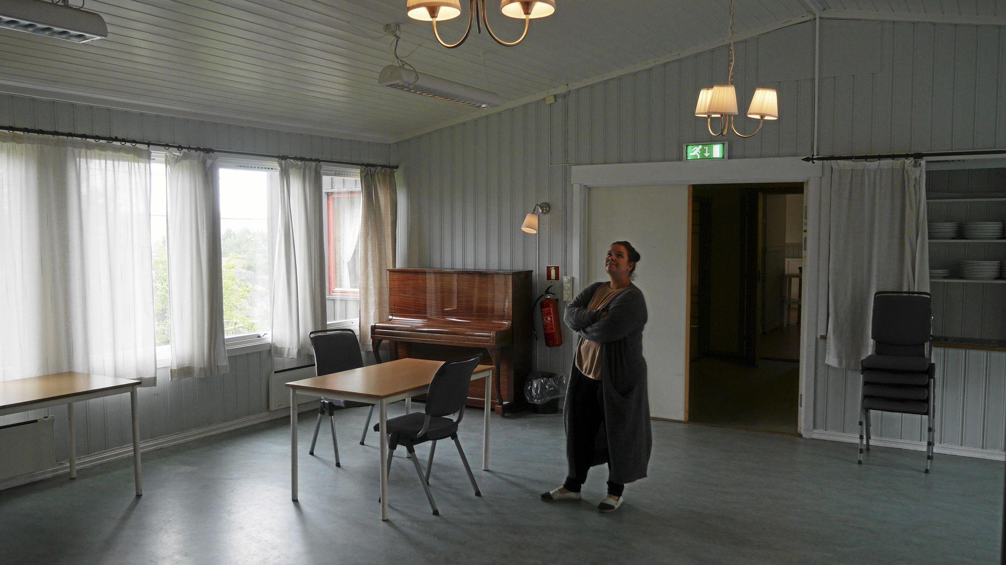 MANGE DRØMMER: Susann Faugli har store drømmer for det gode, gamle grendehuset på Oppegård. Nå kan det hende drømmene knuses og huset forsvinner.