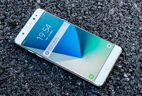 Den minste versjonen av S8 skal få samme størrelse som brettmobilen Galaxy Note 7, her avbildet.