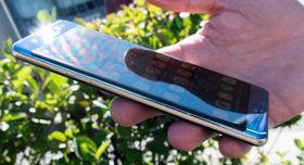 Samsung har allerede kun satset på kurvet design med sin seneste brettmobil Note 7.