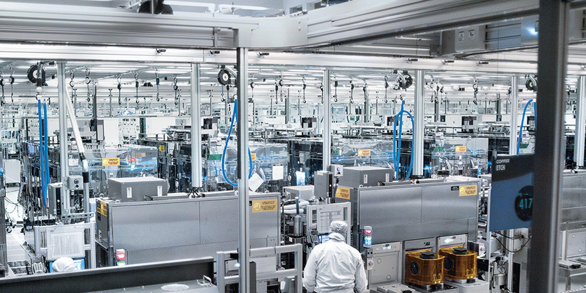 Det er i anlegg som dette at Intel Custom Foundry produserer mikrobrikker.