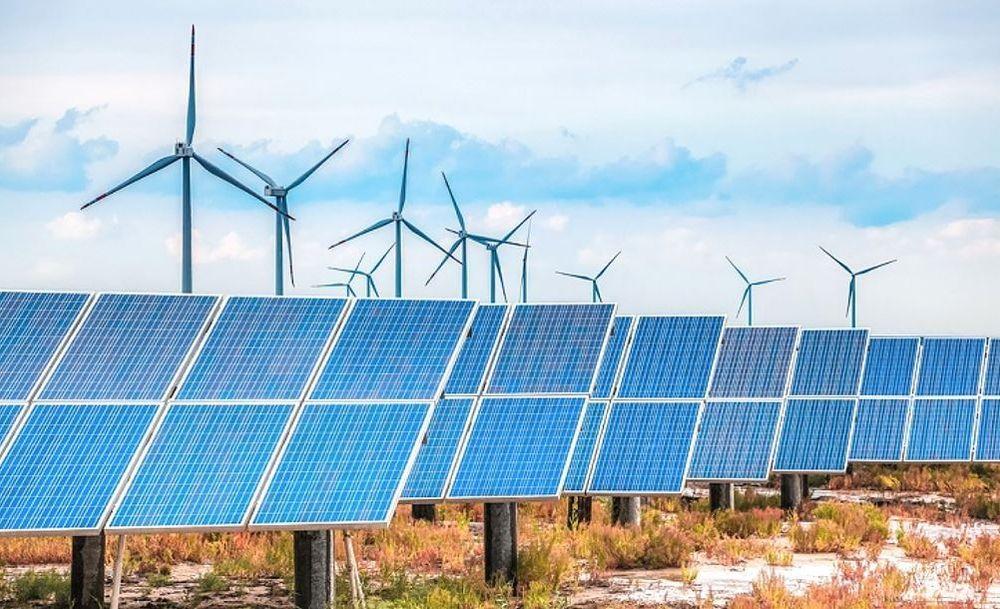 Planlegger gigantanlegg: Det finnes eksempler på hytter som både har solcellepanel og en liten vindturbin koblet opp mot et batteri. I Australia planlegger de å ta den helt ut gjennom å plassere en ny solpark og en ny vindpark sammen, koblet opp til et batteri. På sikt satser Windlab mot en utbygging som tilsvarer grunnlast-nivå i kapasitet.
