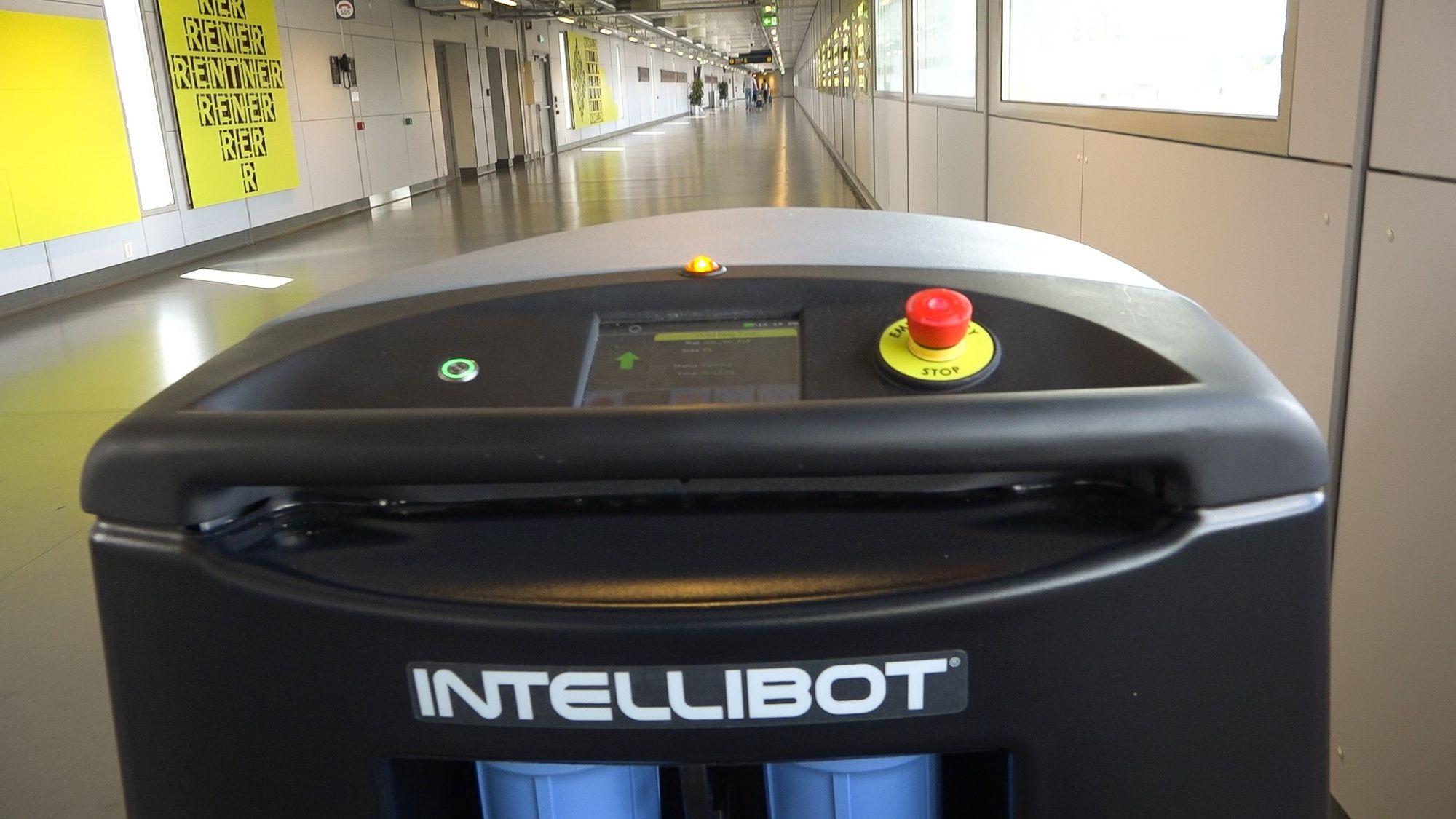 Vaskeroboter egner seg best til store flater. Den har kapasitet på 1000 m2/time, og må lades etter fire timers bruk.