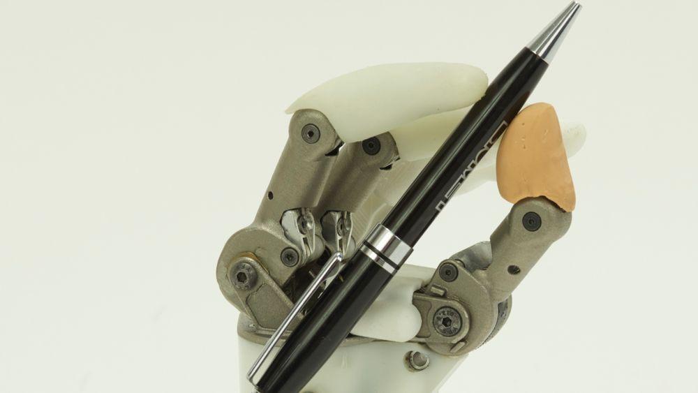 Hy5Pro har byttet ut elektronikk med hydraulikk i sine 3D-printede håndproteser