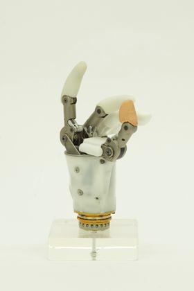 Protesen til Hy5Pro lages ved bruk av 3D-printing i plast, titan og rustfritt stål. Den er bygget opp av få deler, som gjør den robust. .