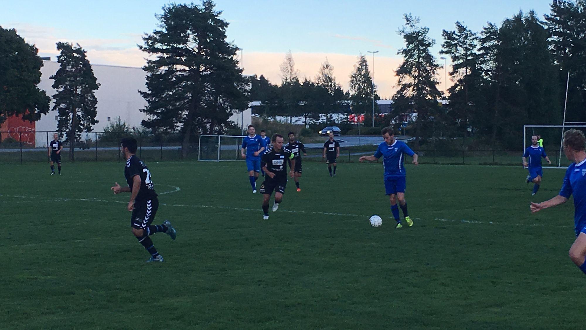 VARIERENDE GRESS: Hjemmekampene til Kolbotn 2 spilles på Sofiemyr Match, som her mot Nordstrand 2.