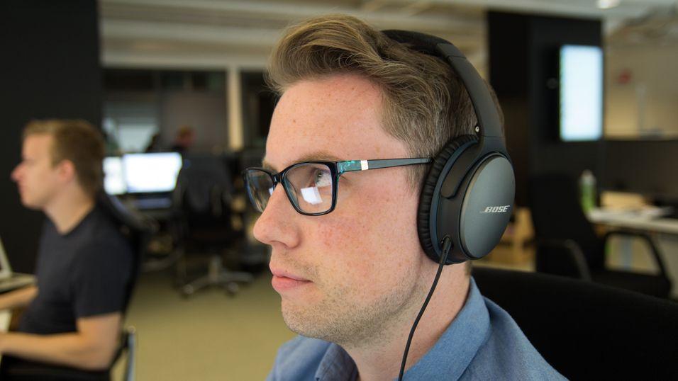 Mange eiere av Bose QC-25 har opplevd at lyden i en av øreklokkene slutter å fungere.