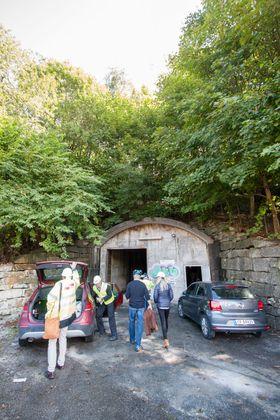Det finnes mange slike vanntunneler skjult bak slike dører rundt om i landet.