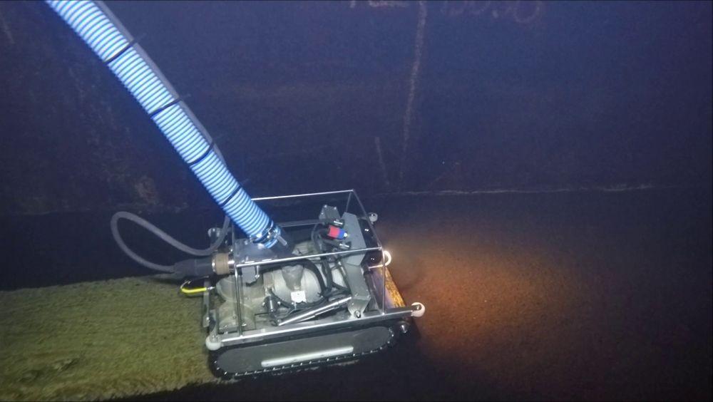 Her demonstreres rensing av vanntunnell i Bergen med roboten som den kommende løsningen er basert på.